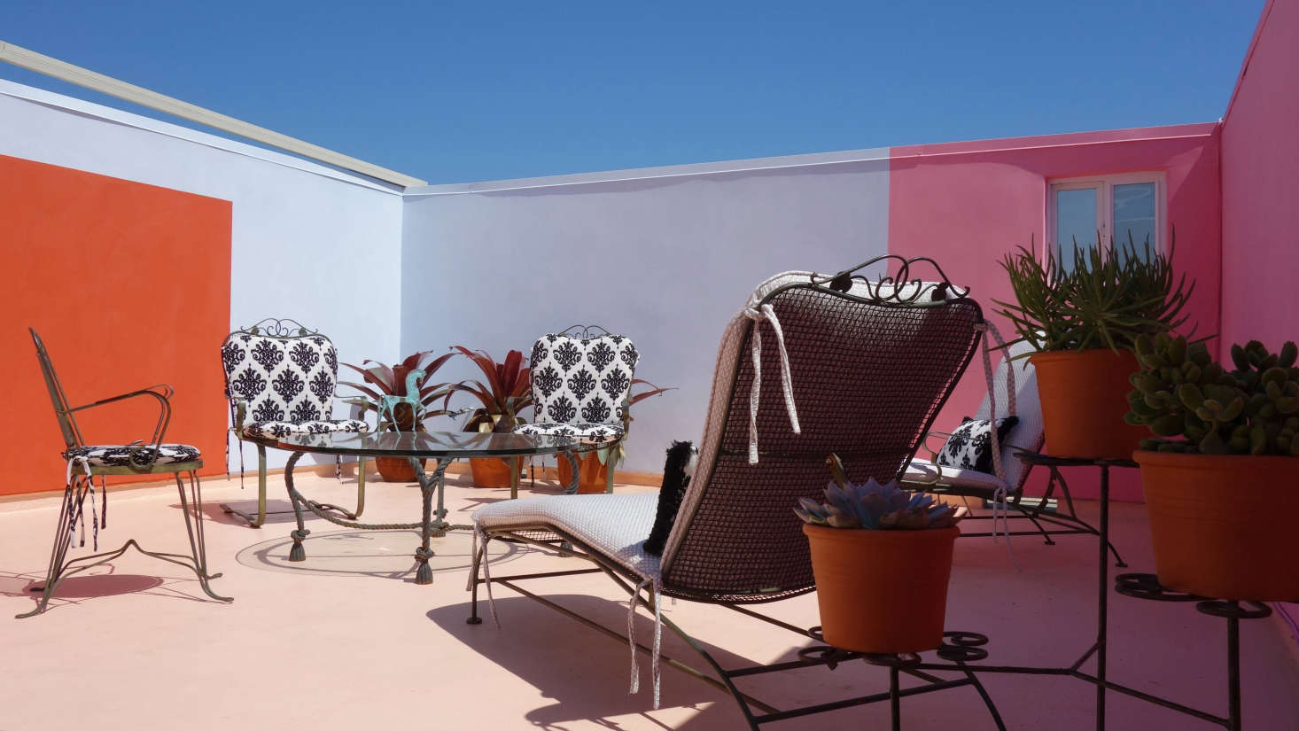 Terrace, Marina Del Rey: The lime wash wall colors were inspired by Luis Barragan. We endeavored to softenthe sense of enclosure by breaking up the wall surfaces. Photo: Laura Clayton Baker