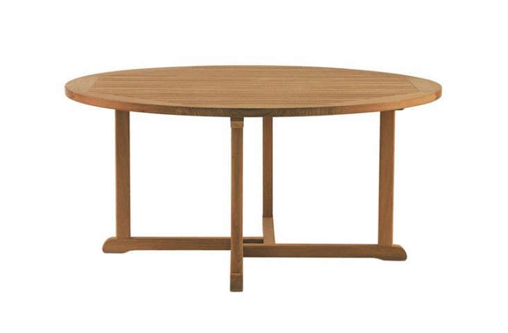 outdoor-wood-round-dining-table-seats-10-gardenista