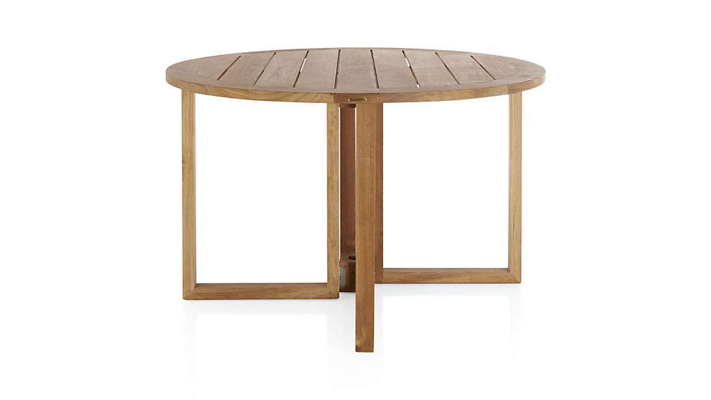 10 easy pieces round wood outdoor dining tables gardenista. Black Bedroom Furniture Sets. Home Design Ideas