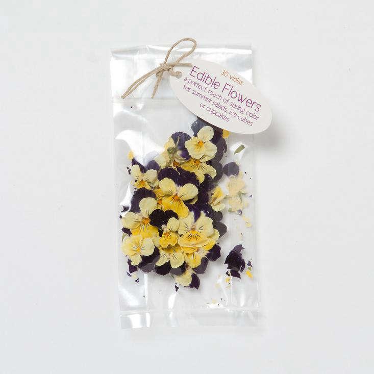 sugared-violas-edible-flowers-gardenista