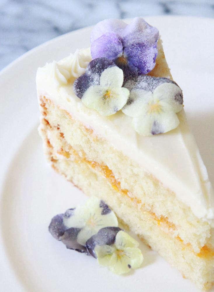 sugared-violas-pansies-apricot-cake-gardenista