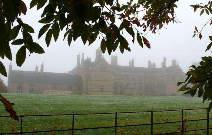 batsford-house-lawn-mist