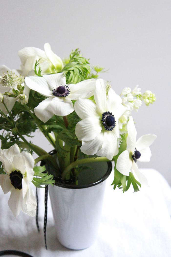 700_anemone-bouquet
