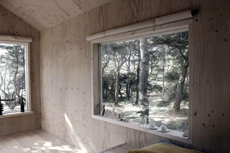 ermitage-windowsill-septembre-gardenista-733x489