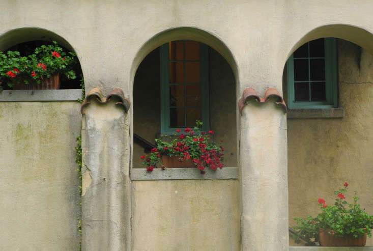 Caramoorterra-cotta-window-boxes-arches-clay-roof-tiles