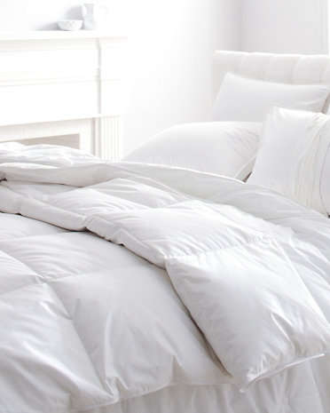 bedroom-goose-down-comforter-gardenista