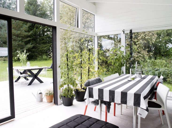 black-white-orangery-outbuilding-gardenista-dining-table-gardenista