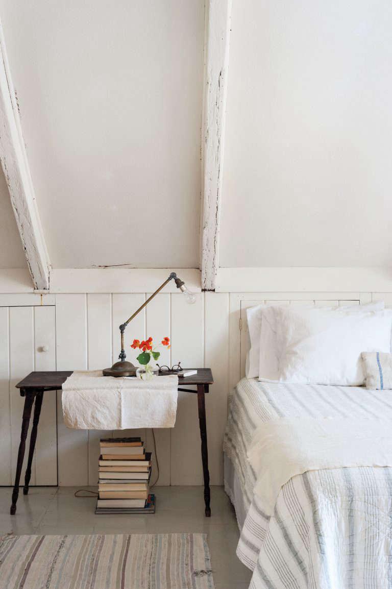 justine-hand-cape-cod-bedroom-remodelista-768x1154