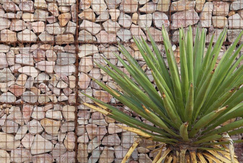 gabion-wall-capri-marfa-ten-eyck-gardenista