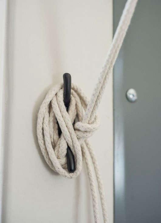 Amanda-Pays-Corbin-Bernsen-laundry-room-shade-detail-Remodelista_0