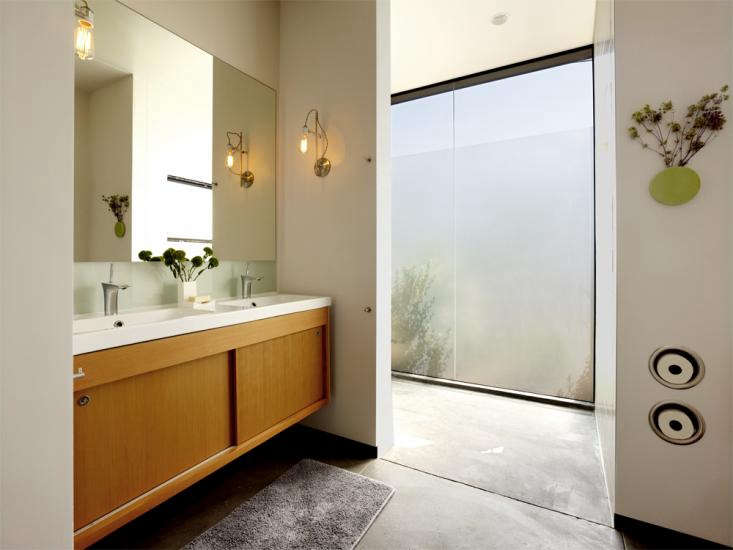Neal_Schwartz-Hydeaway_House_Bathroom_Toilet_Roll_Holder_01