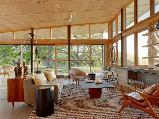 Living Room, Caterpillar House, Carmel, California Photo: Joe Fletcher