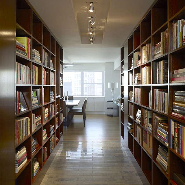 East \10th Street Apartment, New York, NY: library hallway Photo: Peter Murdock
