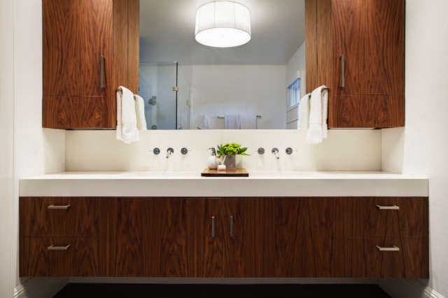 Pao Alto Residence &#8\2\1\1; Bathroom of a Geremia Design residential project in Pao Alto, CA. Visit our website for more information.