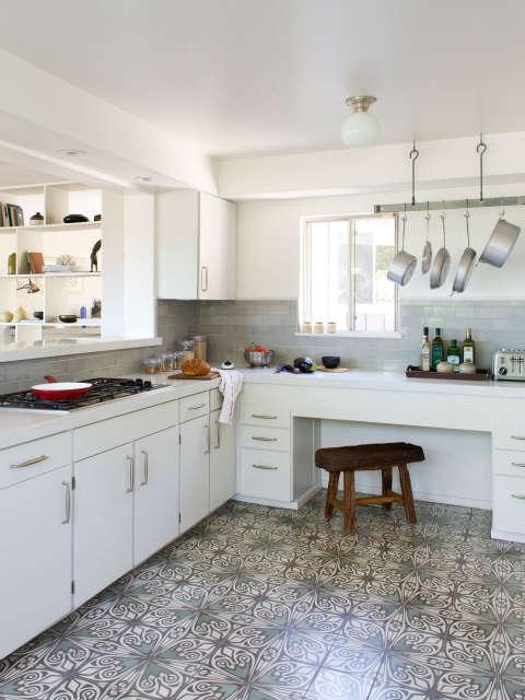 Kitchen, Holly Oak Residence Photo: Beth Coller