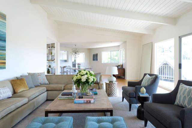 Living Room, Holly Oak Residence Photo: Beth Coller
