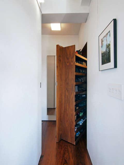 Transformer Loft &#8\2\1\1; entrance foyer