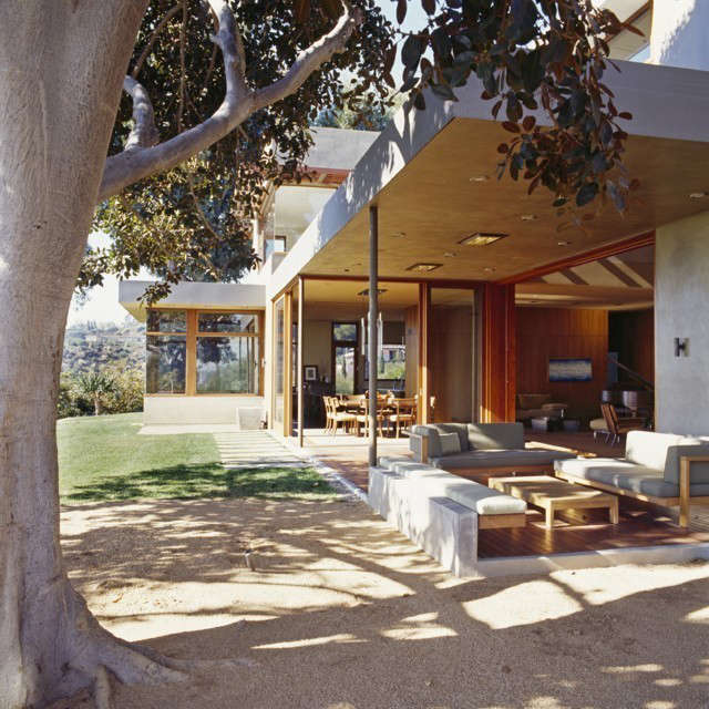 Brentwood House: Full-height sliding glass doors allow for integration of interior to covered exterior living spaces.
