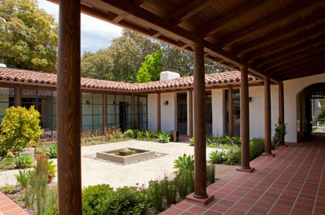 La Mesa Central Courtyard