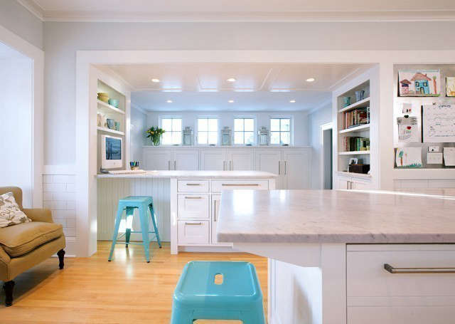 St. Paul Remodeling &#8\2\1\1; Desk: Custom cabinetry creates a natural barrier between kitchen and mudroom and functions as a desk and extra work surface. Photo: Adan Torres