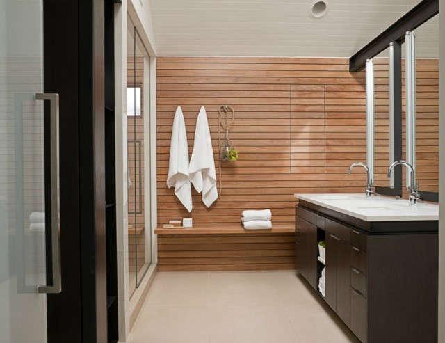 Art House Master Bathroom Photo: John Granen