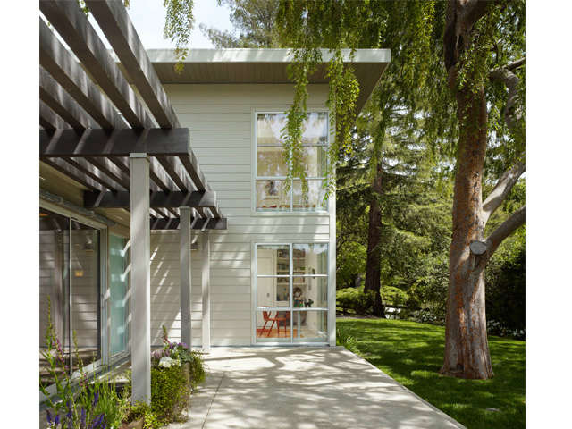 Orinda Residence: Indoor / Outdoor living at this Orinda ranch house renovation / addition. Photo: Cesar Rubio