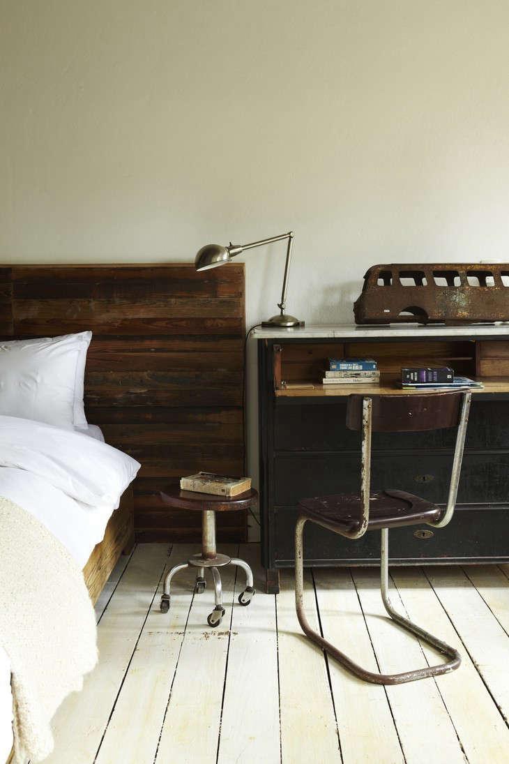 casa-zinc-bedroom-industrial