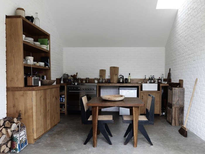 english-kitchen-with-cupboard-1
