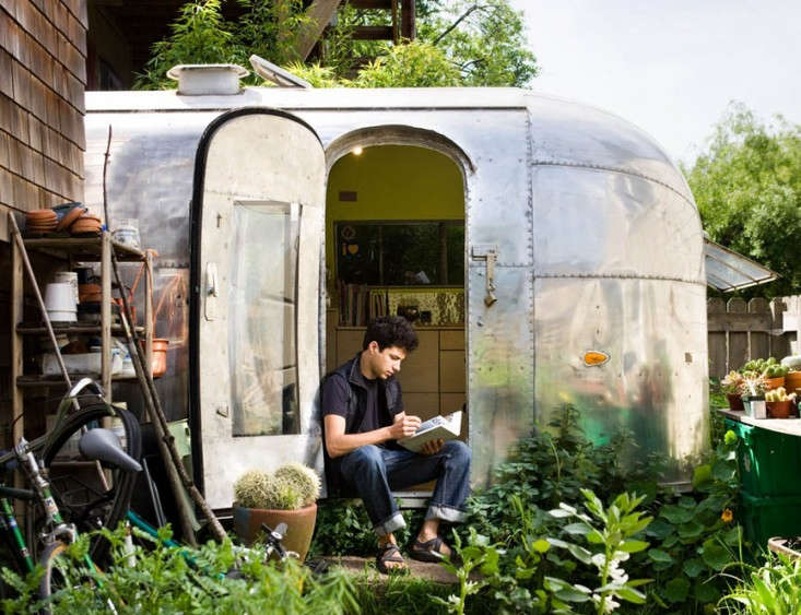 1959-Airstream-Trailer-by-Andreas-Stavropoulos-Remodelista