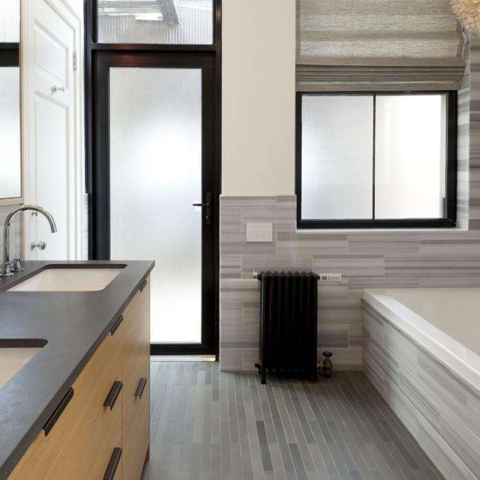 700_flatiron-bathroom2-remodelista