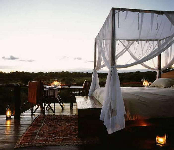 700_lion-sands-ivory-lodge-wide-outside-bed