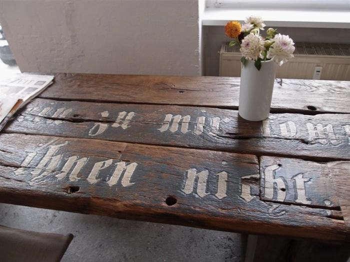 700_lokal-berlin-table