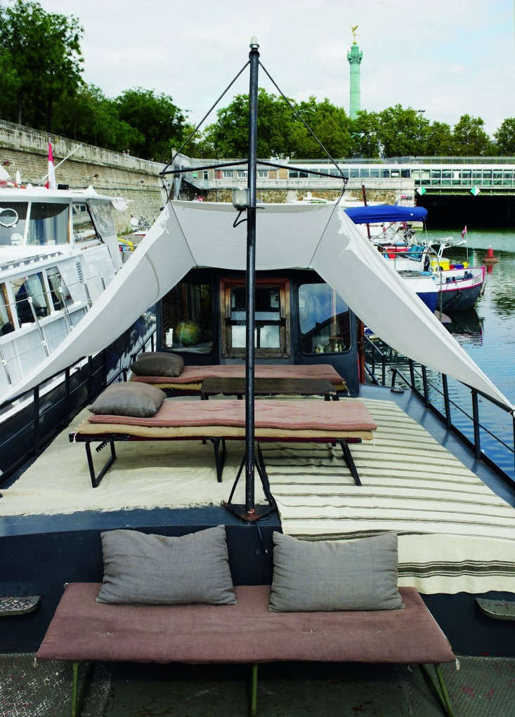 70br-Valerie-Mazerat-houseboat-Richard-Powers-Thames-&-Hudson-Remodelista.jpg