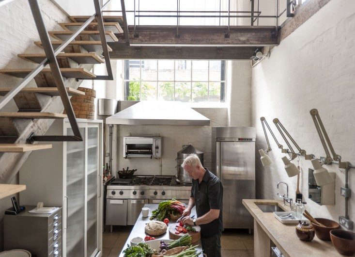 Alastair-Hendy-London-kitchen-overview-via-Remodelista