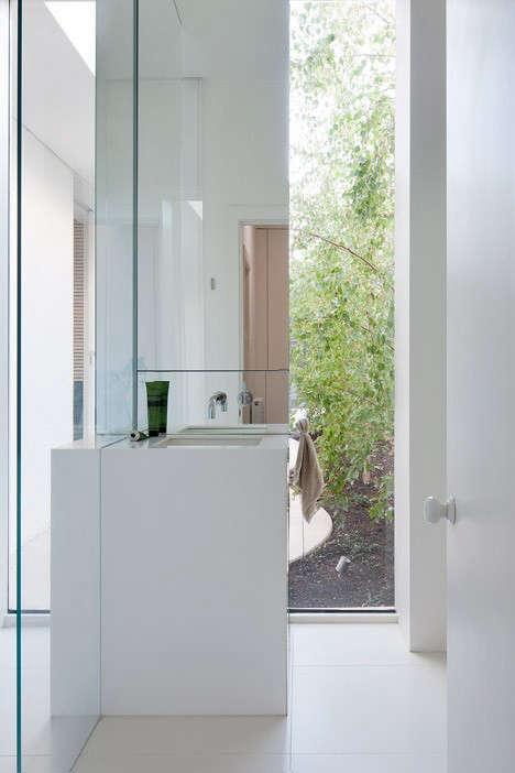 Alfred-Sreet-Residence-Studiofour-Dezeen-magazine-Remodelista-10