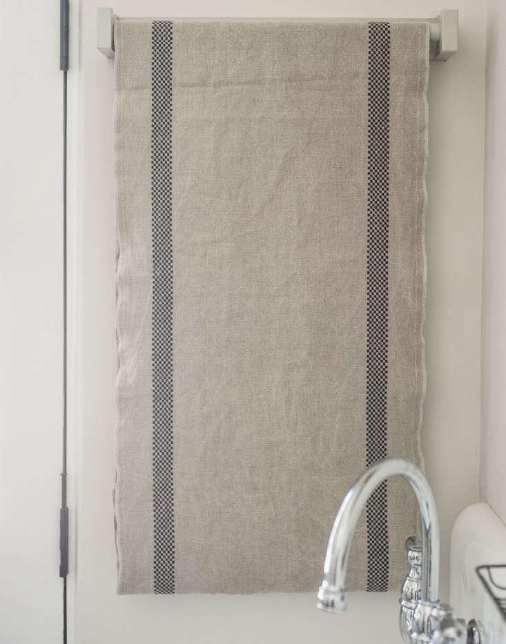 Amanda-Pays-Corbin-Bernsen-laundry-room-roller-towel-Remodelista
