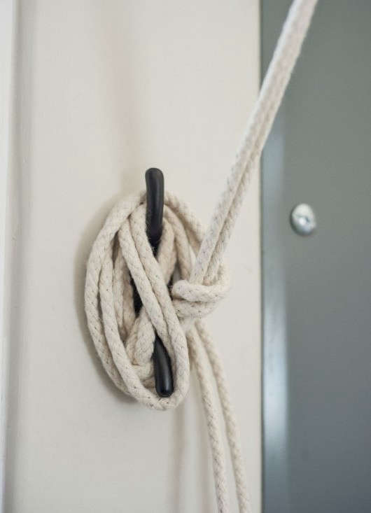 Amanda-Pays-Corbin-Bernsen-laundry-room-shade-detail-Remodelista