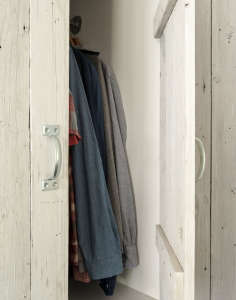 Amanda Pays and Corbin Bernsen's LA bunkhouse | Remodelista