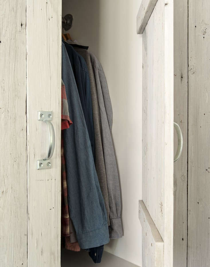 Amanda-Pays-LA-bunkhouse-closet-Remodelista