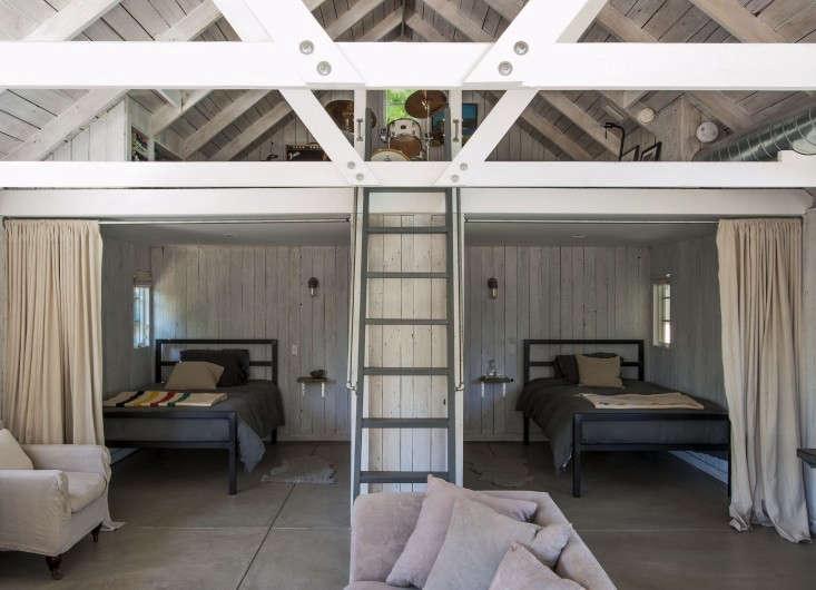 Amanda-Pays-LA-bunkhouse-polished-concrete-floor-Remodelista-02