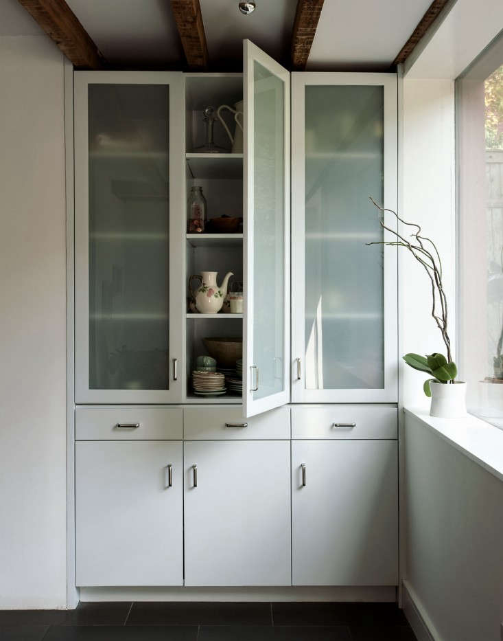 Annabelle-Selldorf-Brooklyn-kitchen-renovation-cabinet-Remodelista