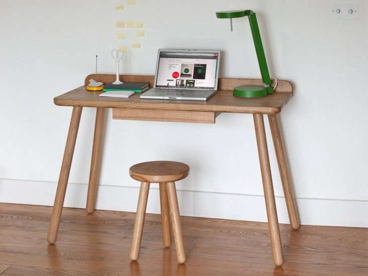 Another-Country-oak-desk-Remodelista