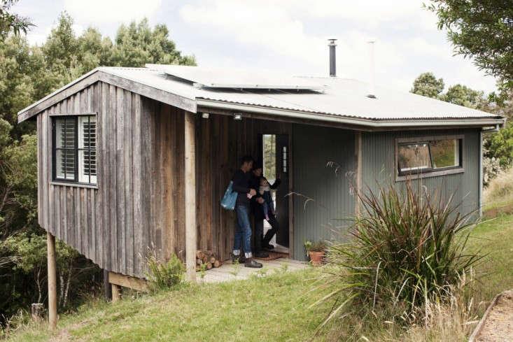 Anthony-and-Phoebe-Dann-cabin-Freunde-von-Freunden-Remodelista-10
