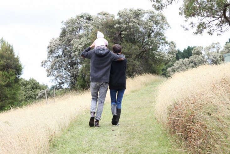 Anthony-and-Phoebe-Dann-cabin-Freunde-von-Freunden-Remodelista-11