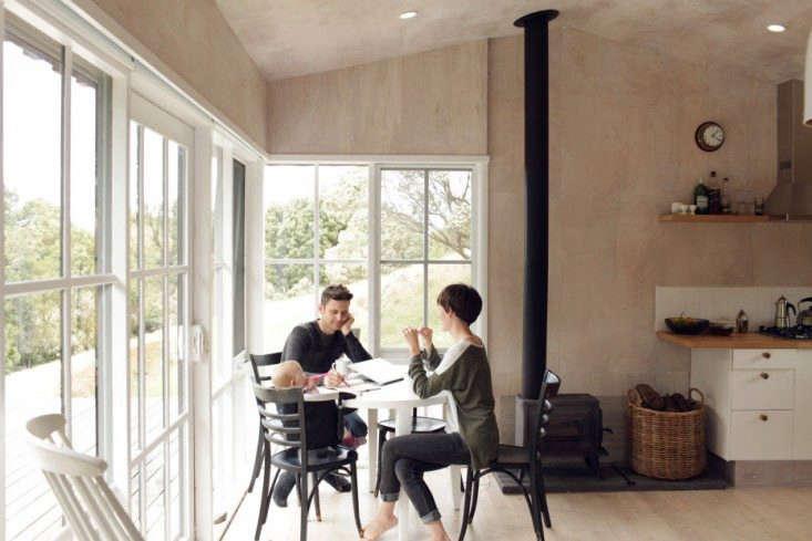 Anthony-and-Phoebe-Dann-cabin-Freunde-von-Freunden-Remodelista-4