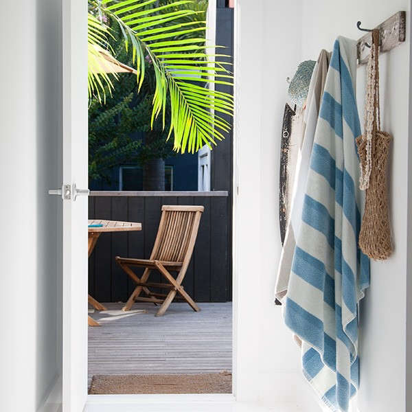 Atlantic-Byron-Bay-Driftwood-Cottage-Australia-Remodelista-01