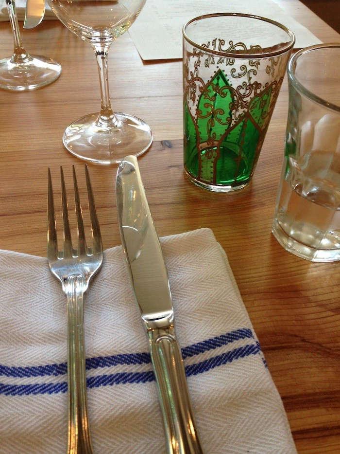 Bar-Sajor-table-setting