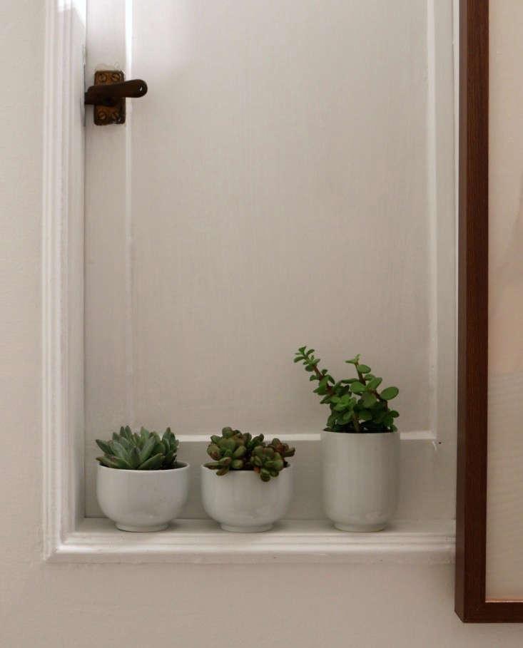 Bathroom-Remodel-Subway-Tile-Slate-Floors-Meredith-Swinehart-Remodelista-4