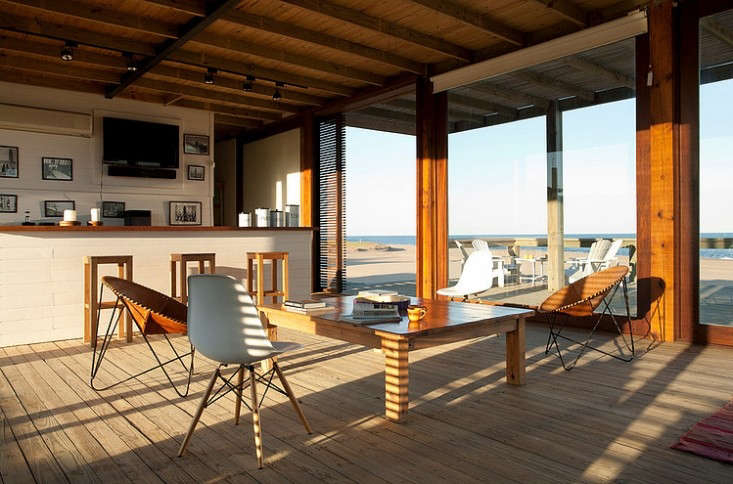 A simple modern house in uruguay coastal edition remodelista for Classic muebles uruguay