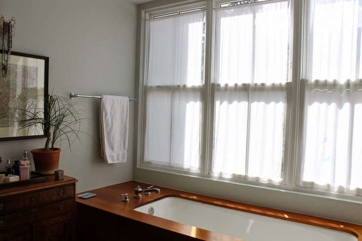 Before-DIY-burlap-window-panels-by-Caitlin-Long-The-Shingled-House-Remodelista